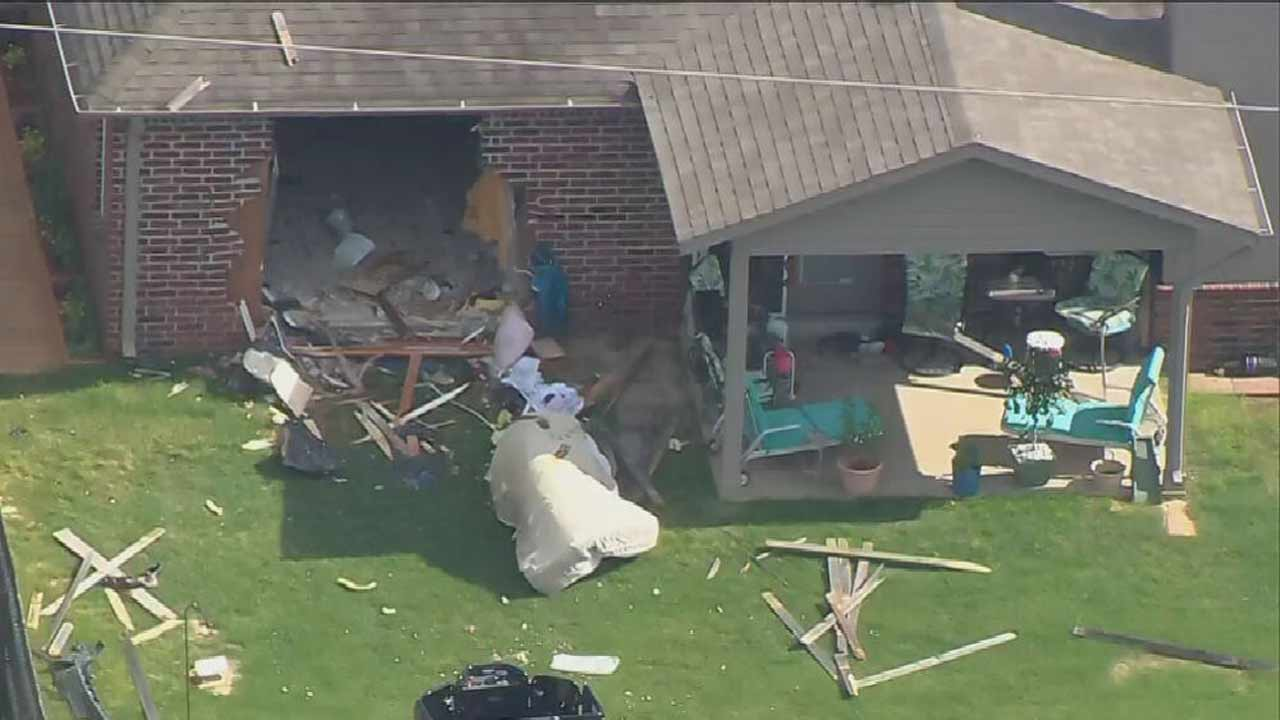 Broken Arrow Police Respond After Man Crashes Into Home In Suicide Attempt