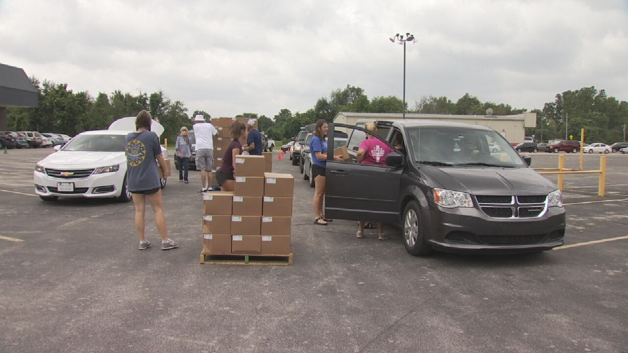 Volunteer Group Giving Away Free Groceries In Tulsa