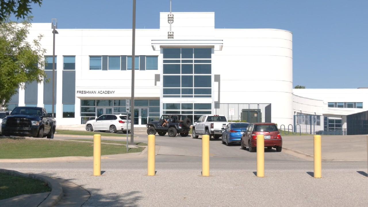 Bartlesville Public Schools Briefs Teachers On Fall Semester Plans