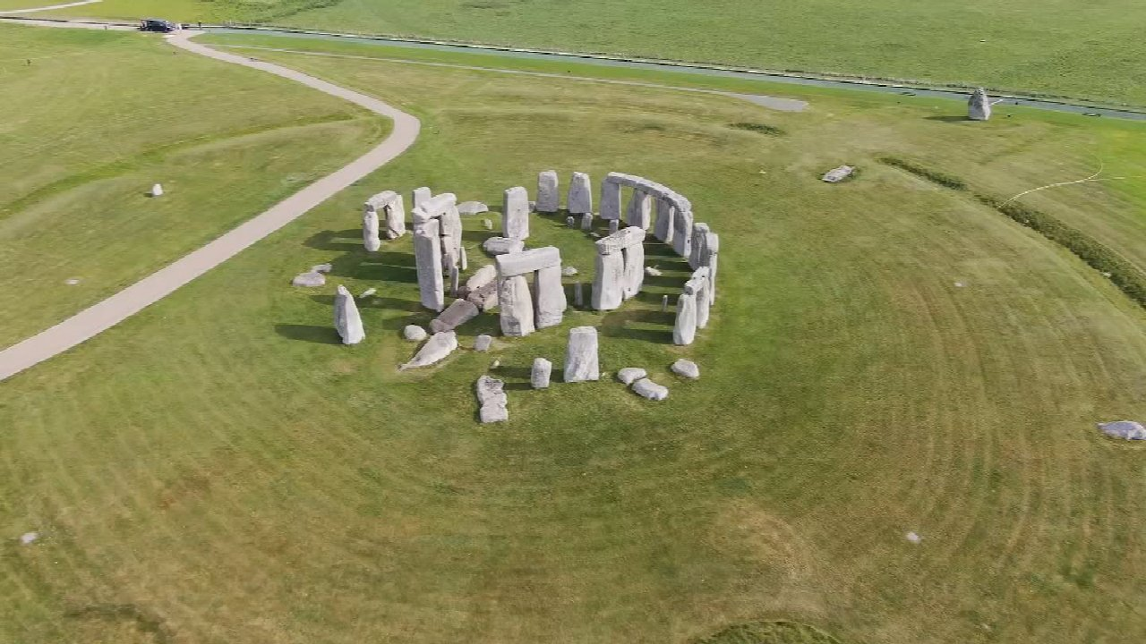 Archaeologist May Have Solved The Mysterious Origin Of Stonehenge's Iconic Boulders