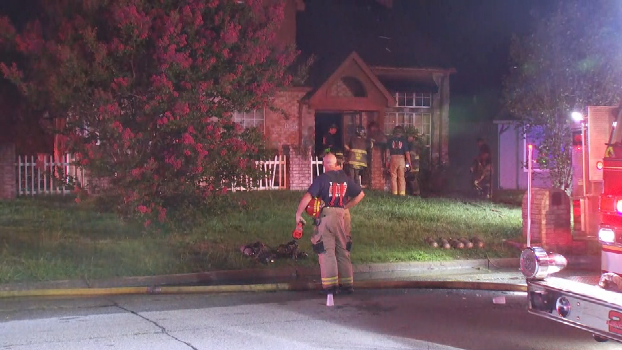 Firefighters Quickly Contain Vacant House Fire