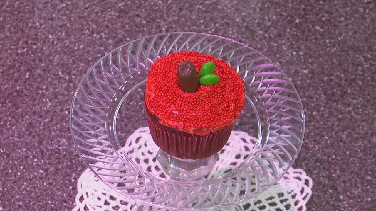 Apple-Shaped Cupcake