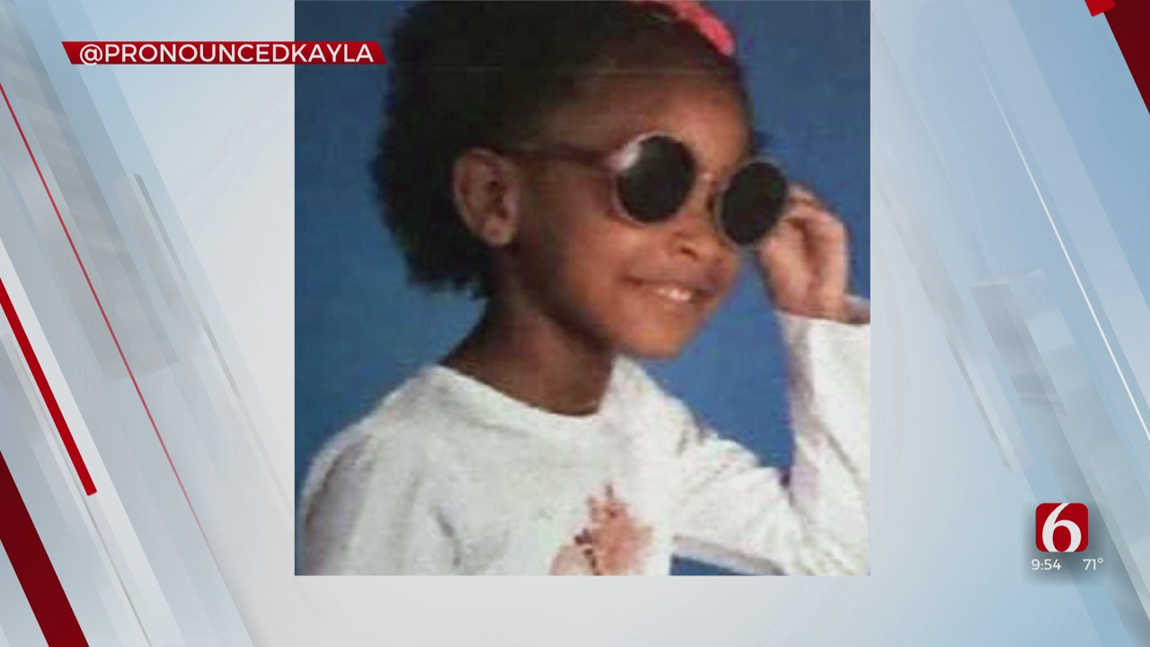 Last Laugh: Girl Rock Sunglasses For Picture Day