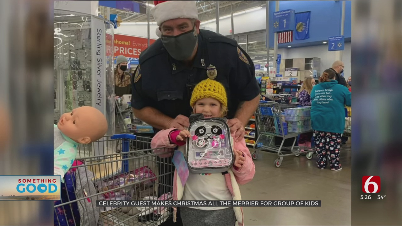 Celebrity Guest Helps Cleveland Officers Make Christmas All The Merrier For Kids