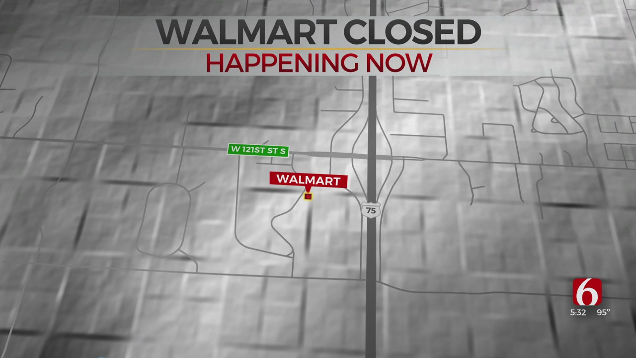Walmart Location In Glenpool Says It Is Clsoed For Cleaning