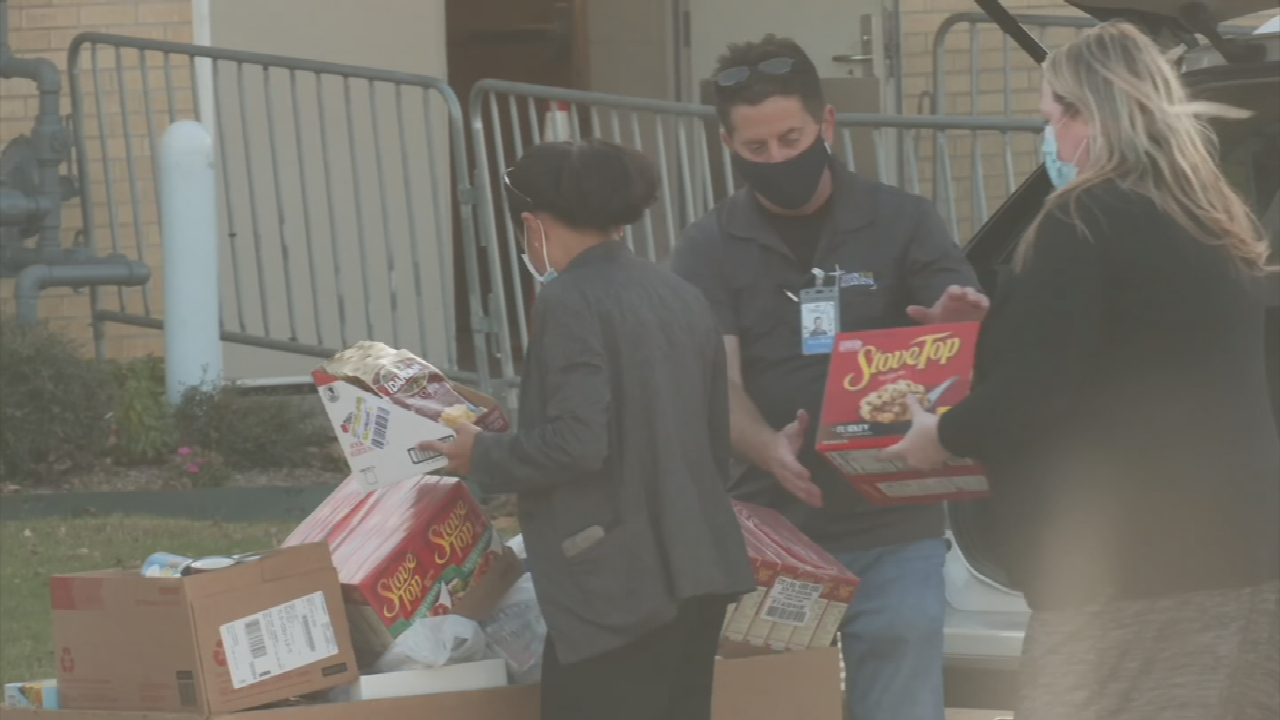 2 Thanksgiving Food Basket Drives Happening In Tulsa