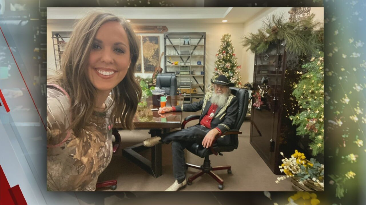 Duck Dynasty Star Takes Small Oklahoma Town By Storm