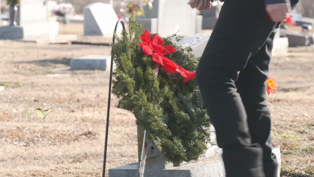 Blue Star Mothers Of Rogers County Host National Wreaths Across America Ceremony
