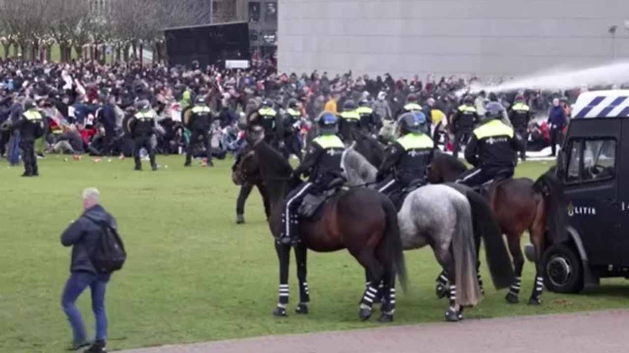 Dutch Police Clash With Anti-Lockdown Protesters In 2 Cities