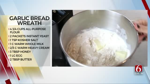 Garlic Pull-Apart Bread Wreath
