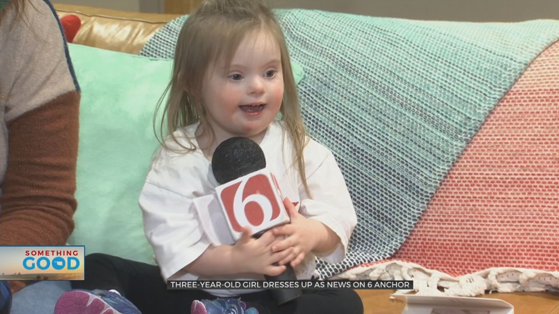 3-Year-Old Girl Joyfully Steals The Show Dressed As News On 6 Anchor
