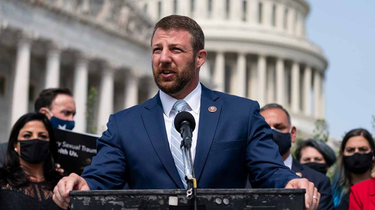 Okla. Congressman Mullin Caught On Video Turning Down Mask During Capitol Attack
