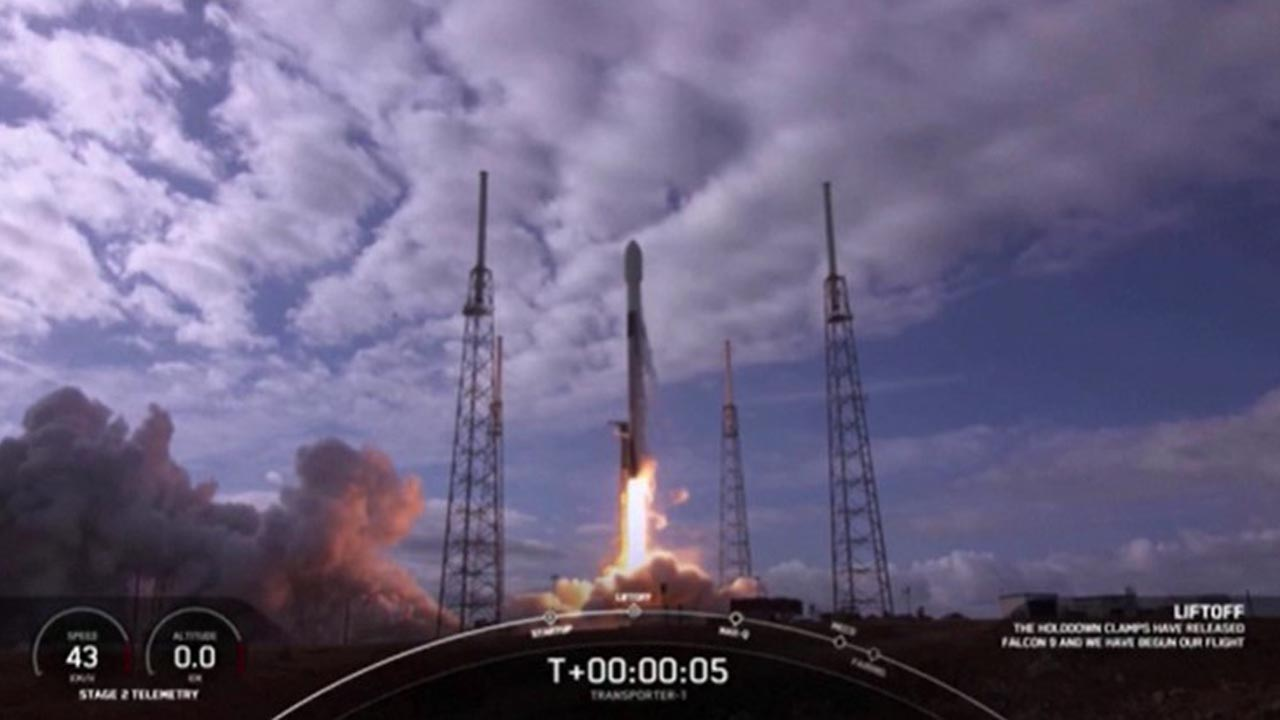SpaceX Falcon 9 Boosts Record 143 Satellites Into Orbit on 'Rideshare' Mission