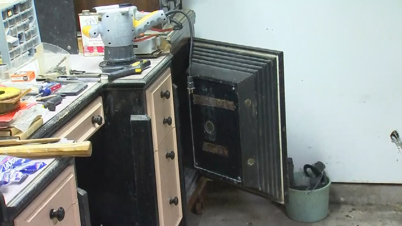Tulsa Bomb Squad Safely Removes Suspicious Vials Found In 100-Year-Old Safe