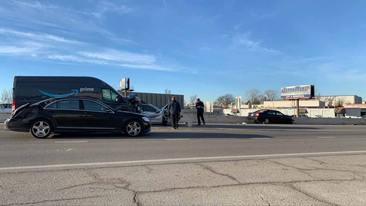 Tulsa Emergency Crews Respond To 5 Vehicle Crash On Broken Arrow Expressway