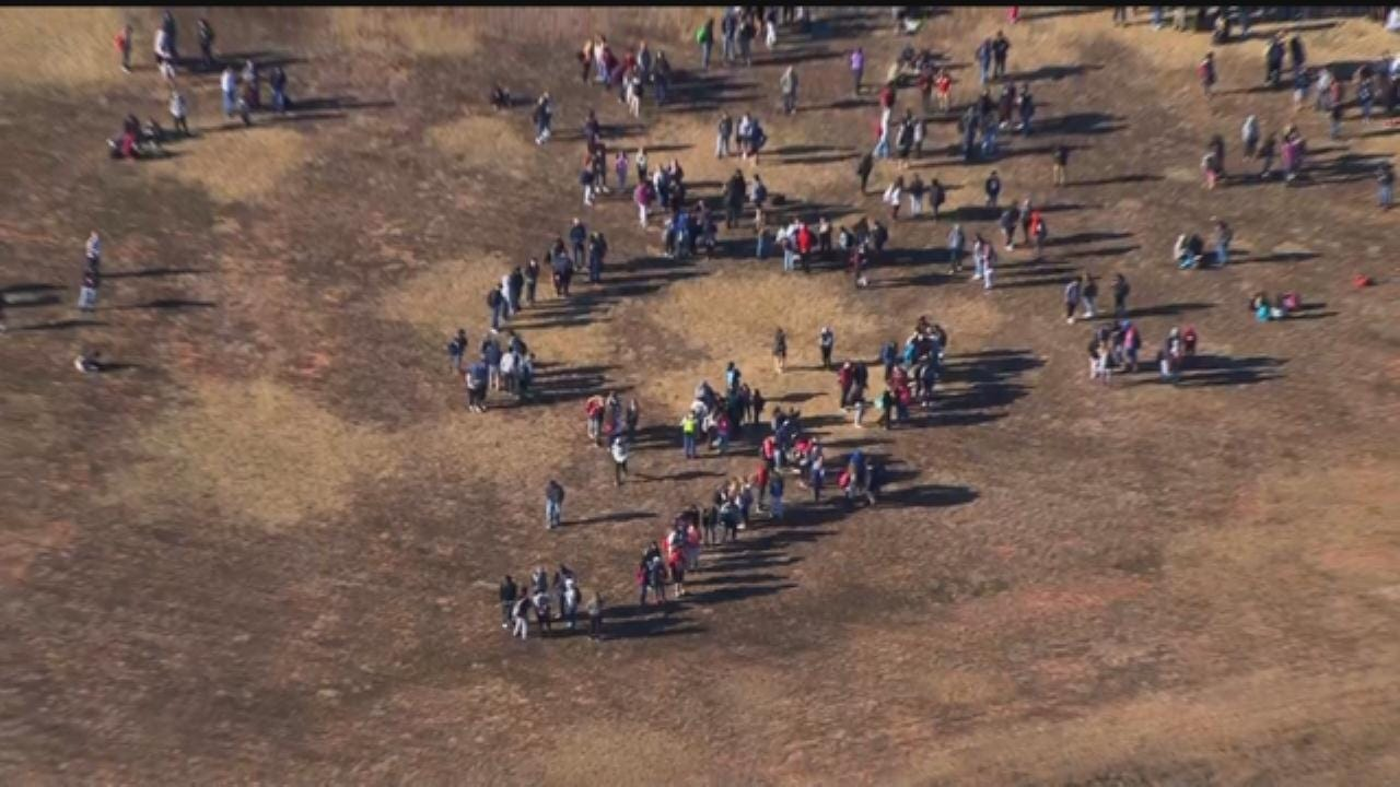 WEB EXTRA: Southmoore HS Students Spell Out '9' For Bob Mills SkyNews 9