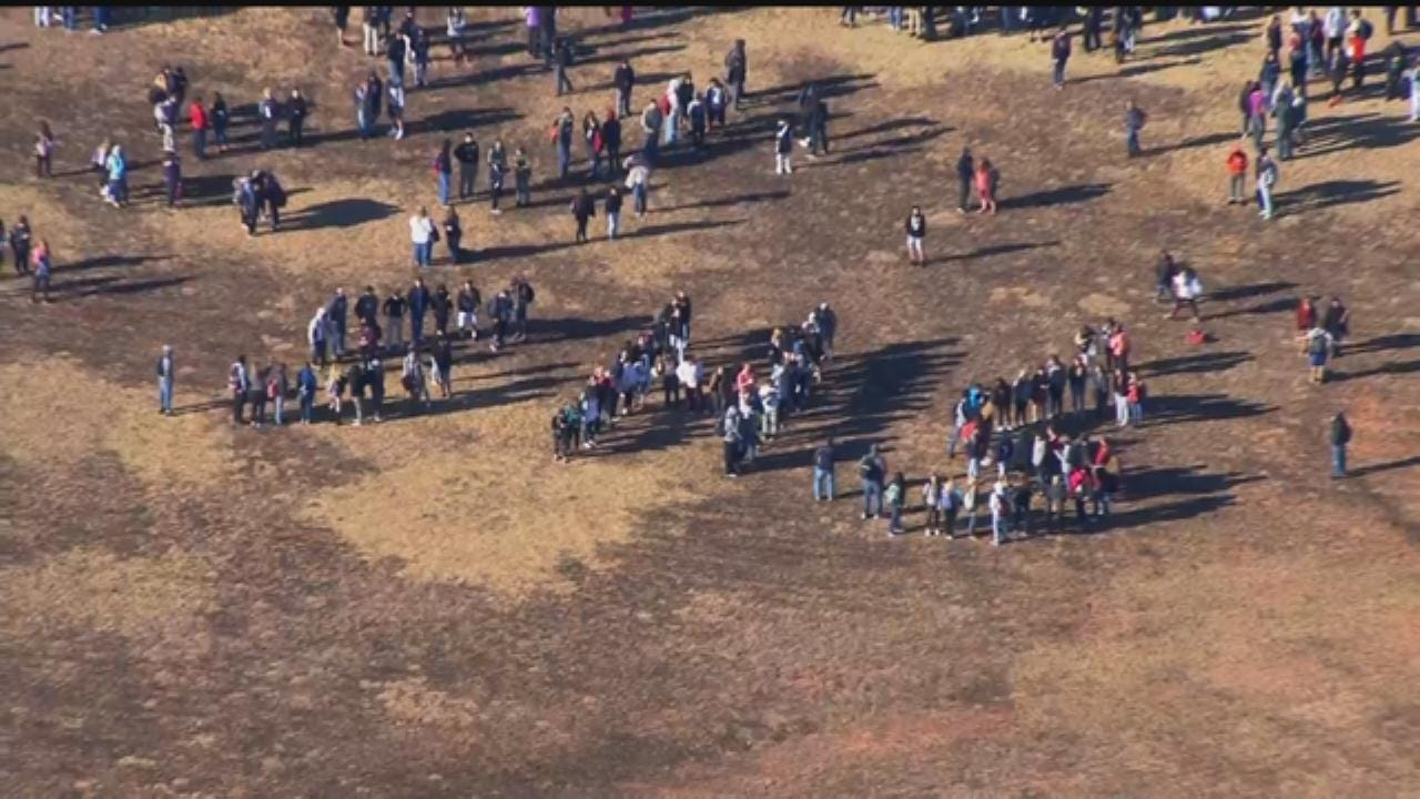 WEB EXTRA: Southmoore HS Students Spell Out 'SHS' For Bob Mills SkyNews 9
