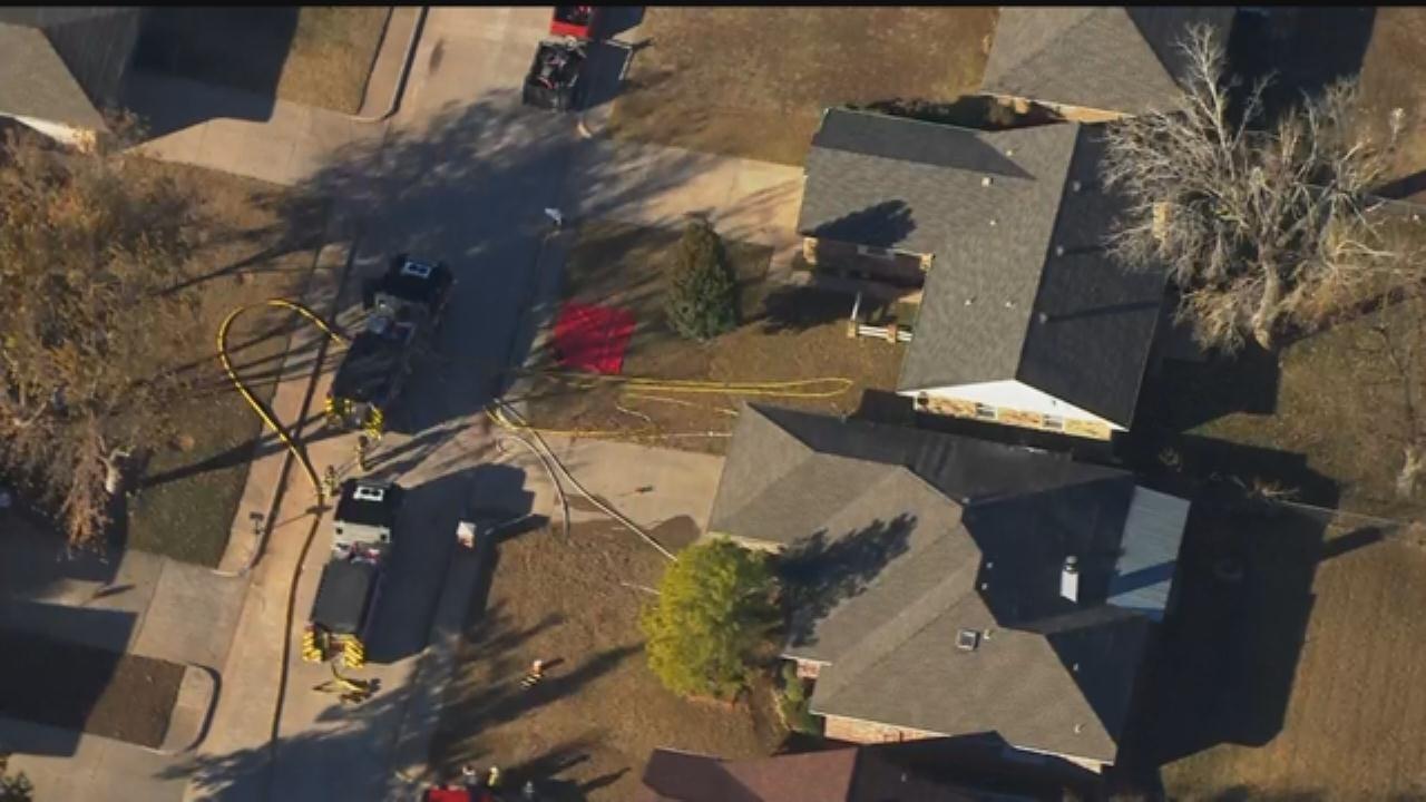 WEB EXTRA: Bob Mills SkyNews 9 Flies Over Yukon House Fire