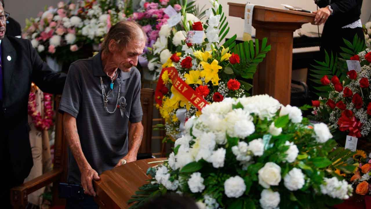El Paso Victim's Husband Given New SUV To Replace Vehicle Stolen After Funeral