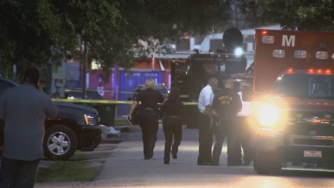 4 Houston Police Officers Wounded By Gunfire; 1 Injured