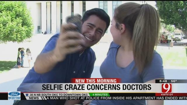 Doctors Now Concerned About Selfie Addiction
