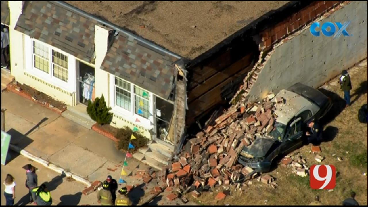 Bob Mills SkyNews 9 Flies Over After A Car Crashed Into A NE OKC Building