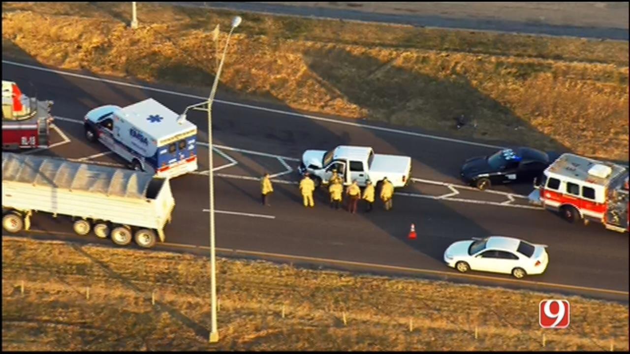 WEB EXTRA: Bob Mills SkyNews 9 Flies Over Crash On NB I-35
