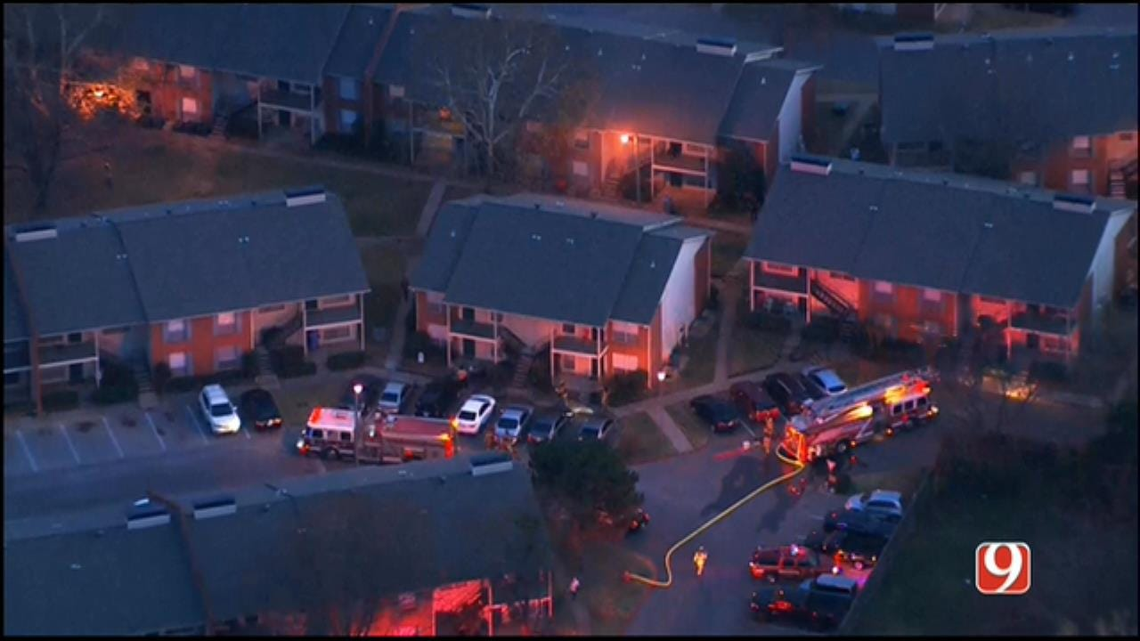 WEB EXTRA: SkyNews 9 Flies Over MWC Apartment Fire