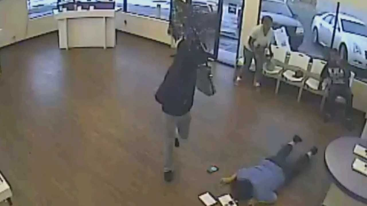 Cell Phone Store Victimized By Umbrella, Purse-Toting Robber