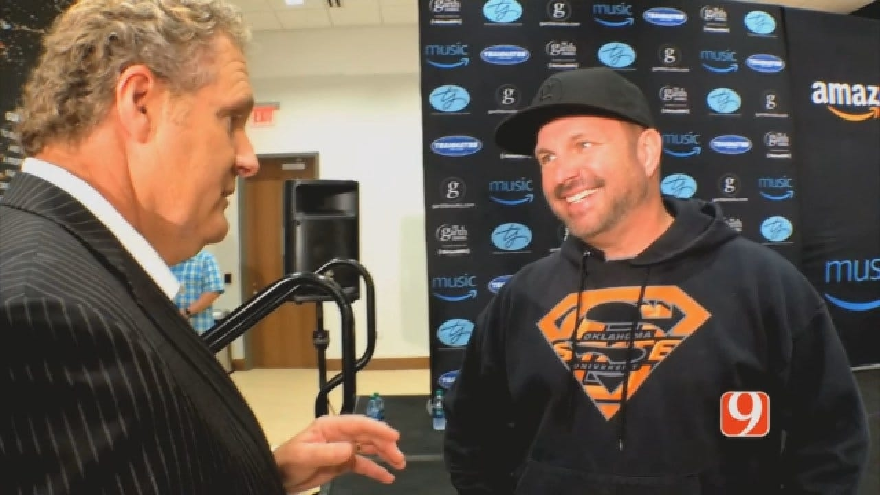 WEB EXTRA: Kelly One-On-One With Garth Brooks