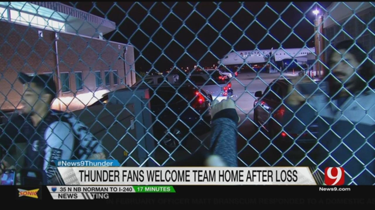 Thunder Fans Show Up At Airport
