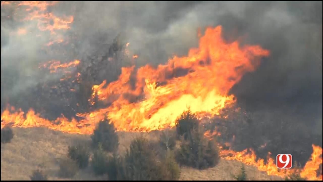WEB EXTRA: Bob Mills SkyNews 9 HD Flies Over Wildfire In SE OKC