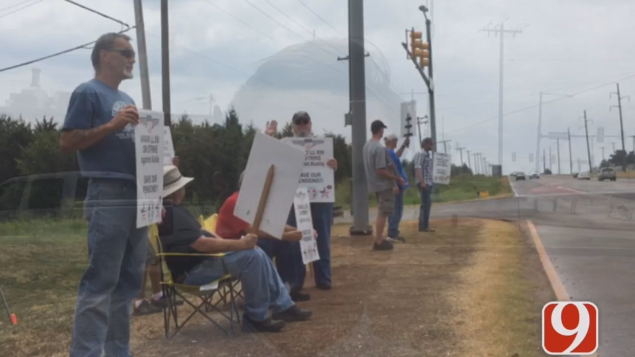 WEB EXTRA: Tinker AFB Workers Enter Fourth Week Of Strike