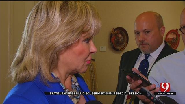 State Leaders, Governor Meet To Discuss Possible Special Session