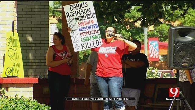 Protesters Gather At Caddo Co. Courthouse After Inmate's Death