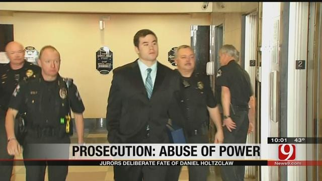 Jurors Deliberate Fate Of Daniel Holtzclaw