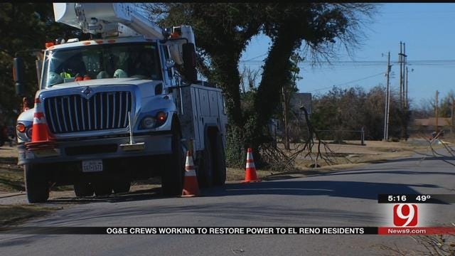 OG&E Crews Work To Restore Power To El Reno Residents
