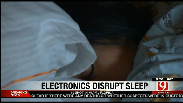 Doctors Suggest Turning Off Electronic Devices Before Sleep