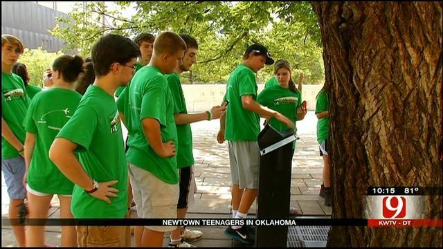 Newtown High Schoolers Arrive To Help Oklahoma Tornado Victims