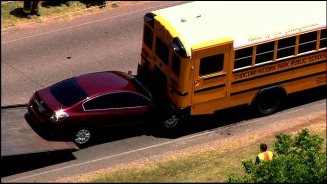 SkyNews 9 Flies Over School Bus Accident In MWC