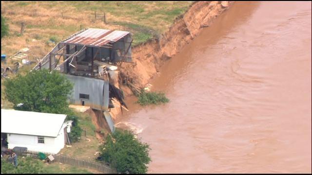 WEB EXTRA: Choctaw Family Evacuates As River Swallows Barn