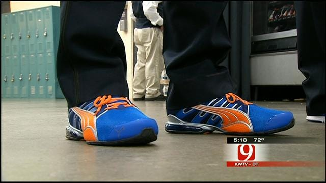 Kelly Ogle Helps Some OKC Police Officers 'Thunder Up' Their Feet
