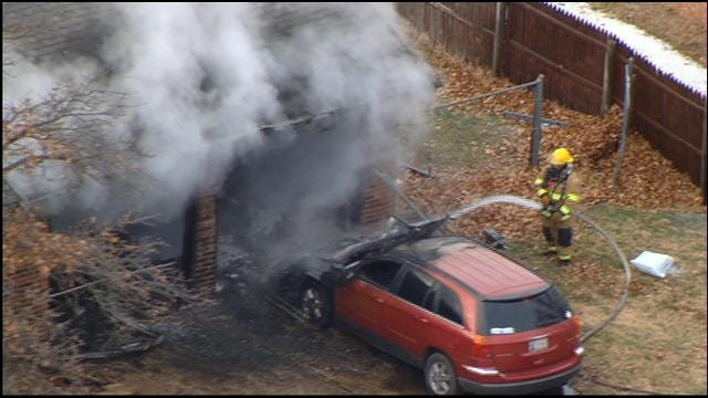 WEB EXTRA: Sky News 9 Flies Over House Fire In Choctaw