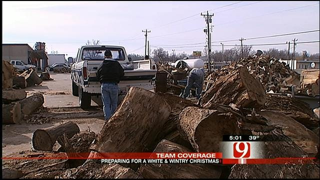 OKC Emergency Crews Prepare For Christmas Day Snow Storm