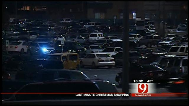 Last-Minute Shoppers Rush Malls In OKC
