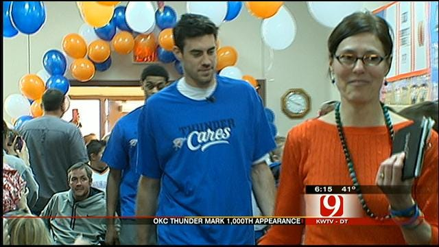 Thunder Players Hosts Holiday Party At Yukon Nursing Center