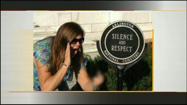 My 2 Cents: Controversial Photo Taken At The Tomb Of The Unknowns
