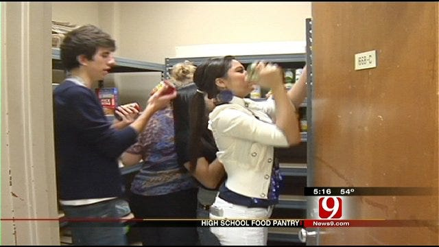 Moore High School's 'Lion's Den' to Help Hungry Students