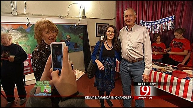 Kelly, Amanda Visit With Chandler Military Families