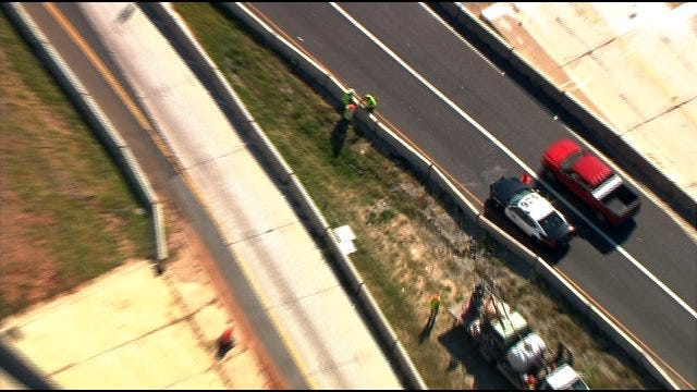 SkyNews9 Flies Over Sink Hole That Closed Part of I-40